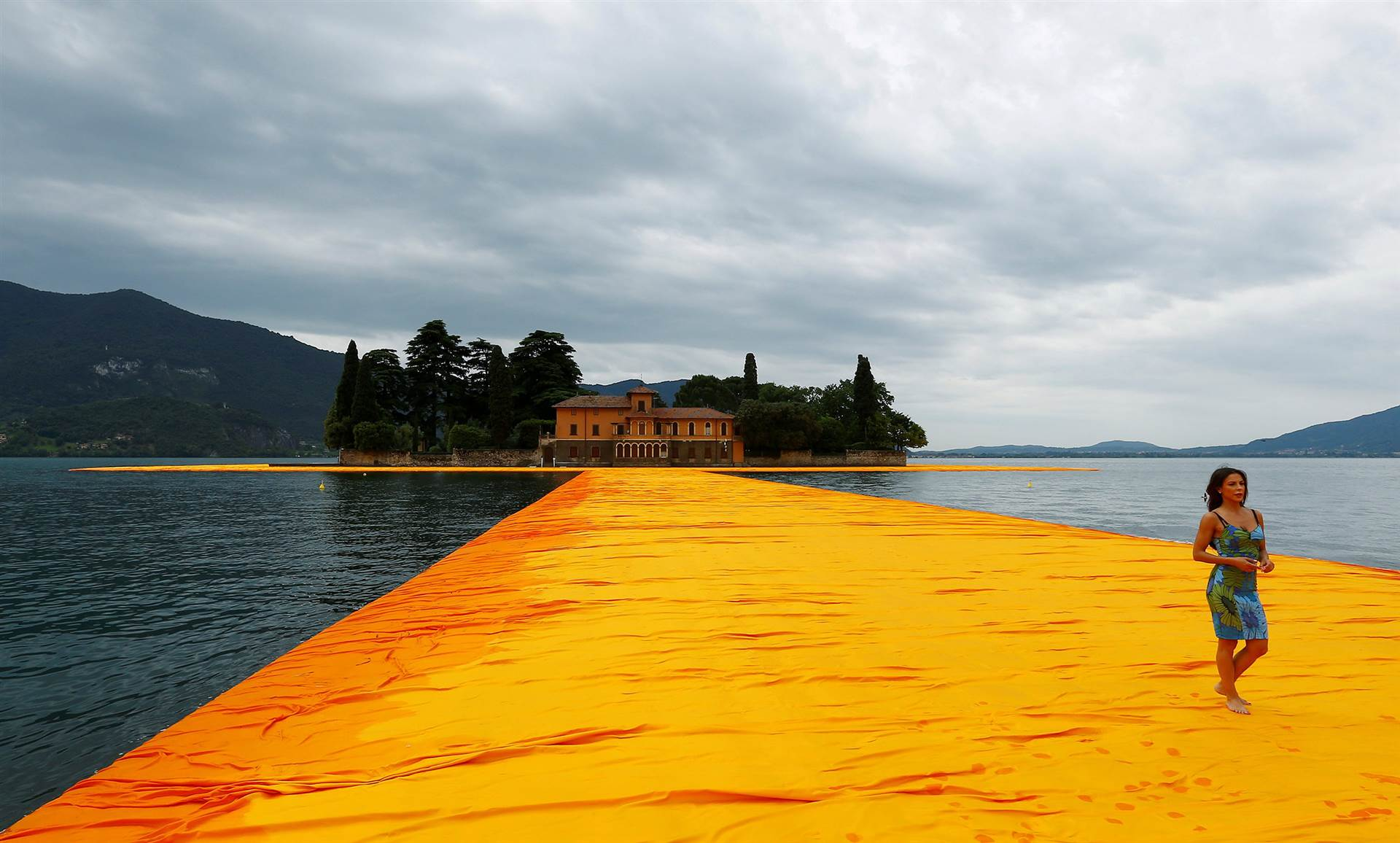Unique Tourist Attractions Walk on Water The Floating Piers lake iseo italy featured