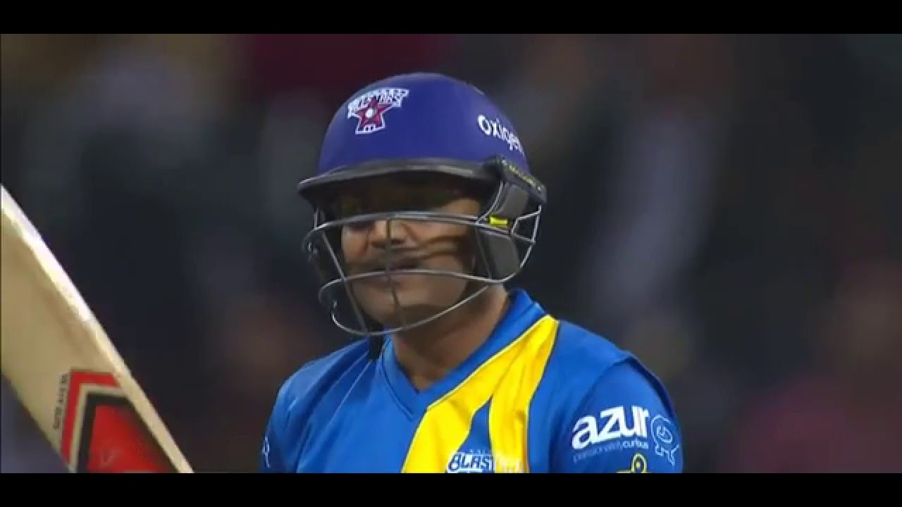 Virender Sehwag singing Kaise Batayae while batting video
