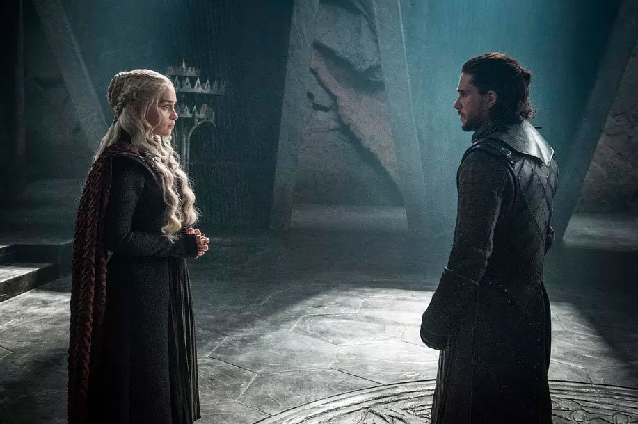 KHALEESI AND JON SNOW WERE IN ONE ROOM – TWITTER WENT CRAZY WITH JOKES